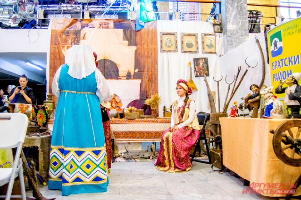 Краеведческий музей из Вихоревки привёз с собой целую экспозицию «Знакомство с русской стариной».