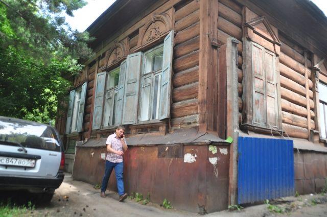 Жильцов эвакуировали из разрушающегося дома.