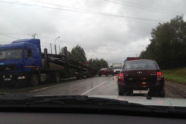 На трассе в Воткинском районе затруднено движение из-за массового ДТП