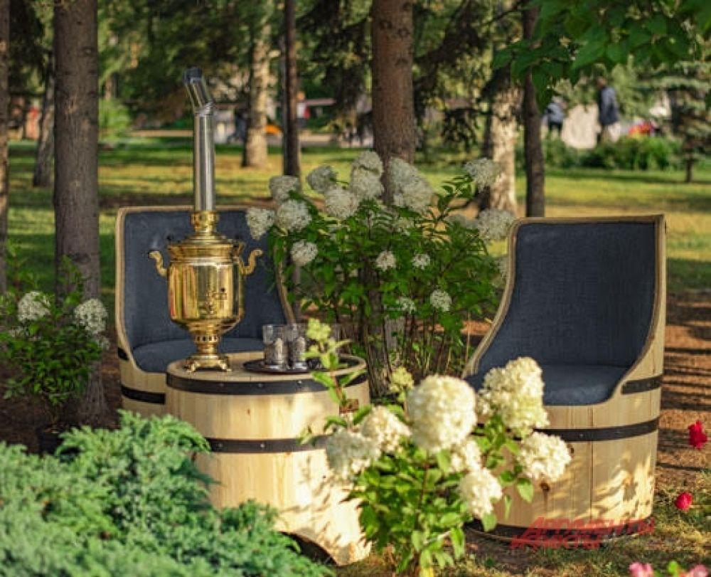 Для гостей праздника были подготовлены искусно украшенные и обставленные уютные места для отдыха.