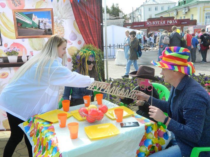 Семьи с детьми участвовали в весёлов конкурсе «Подготовка к празднику»