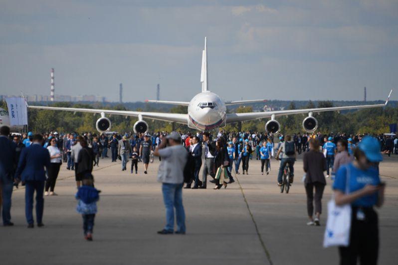 Посетители на Международном авиационно-космическом салоне МАКС-2019 в Жуковском.