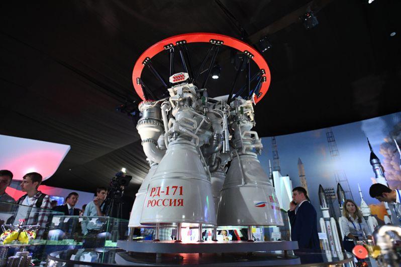 Российский жидкостный ракетный двигатель закрытого цикла РД-171.