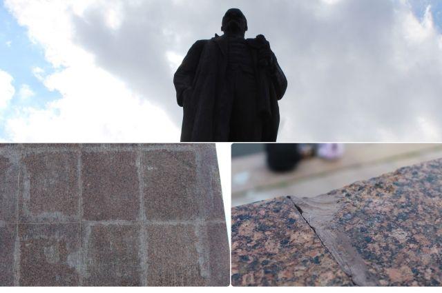 Тучи над Лениным сгущаются: швы между плитами проступили, и  стала вываливаться замазка между ними.