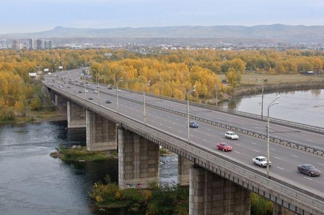 Октябрьский мост стал второй стационарной переправой в столице края.
