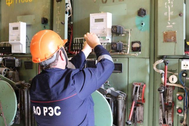 В рамках долгосрочной комплексной программы по работе с потерями электрической энергии в АО «РЭС» активно устанавливаются интеллектуальные системы технического учёта электроэнергии в распределительных подстанциях 10/0,4кВ.