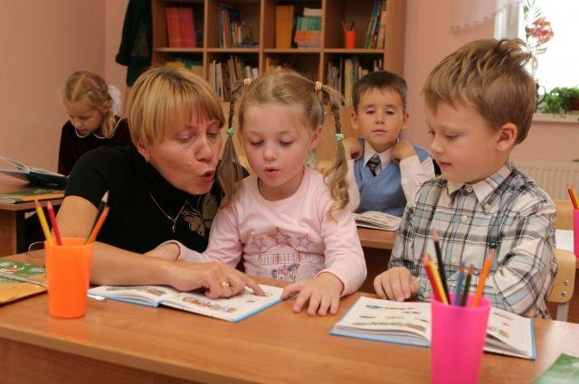 Нынешние первоклашки будут изучать буквы, цифры, чистописание, шахматы и иностранный язык.