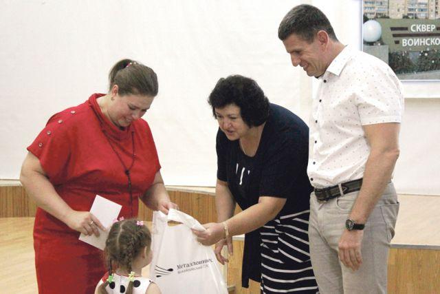 59 железногорских семей получили поддержку к началу учебного года.