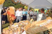 В гостеприимном Калачеевском районе Виталий Шабалатов побывал на V областном фестивале «Хлеб – всему голова».