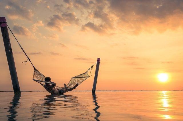 Властьимущие по-разному смотрят на летний отдых.