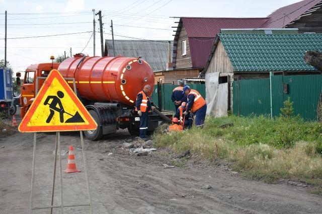 Жителям частного сектора Омска начали перекрывать воду из-за долгов