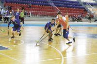 Воспитанники спортшколы № 1 и спортшколы по хоккею с мячом до октября будут заниматься на базе Республиканского стадиона, а затем переместятся на другие площадки.