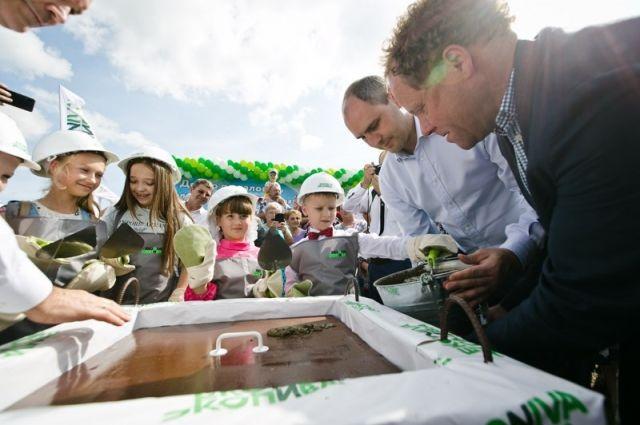 Заложив капсулу времени, в селе Мордово-Добрино запустили строительство будущего молочного комплекса.