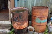 В деревне Саначино Старицкого района сломалась водокачка. Жители уже три месяца сидят без воды. Они вынуждены набирать в бочки дождевую, кипятить её и пить.