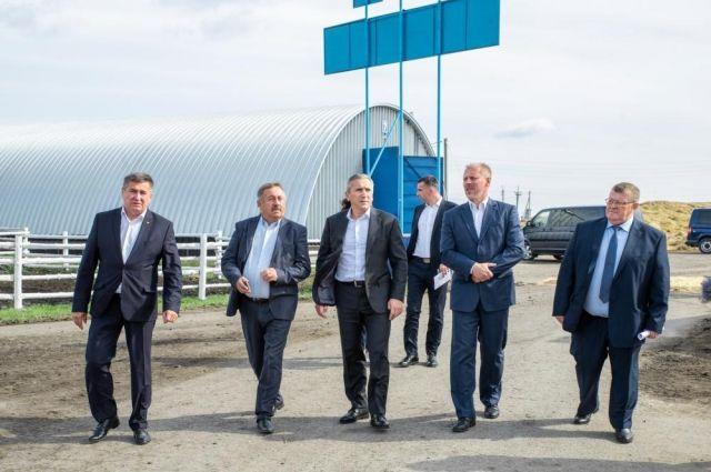Александр Моор оценил ход строительства молочно-товарного комплекса