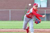 15-летний бейсболист  Егор Фурманов бросает мяч со скоростью 130 км/ч.