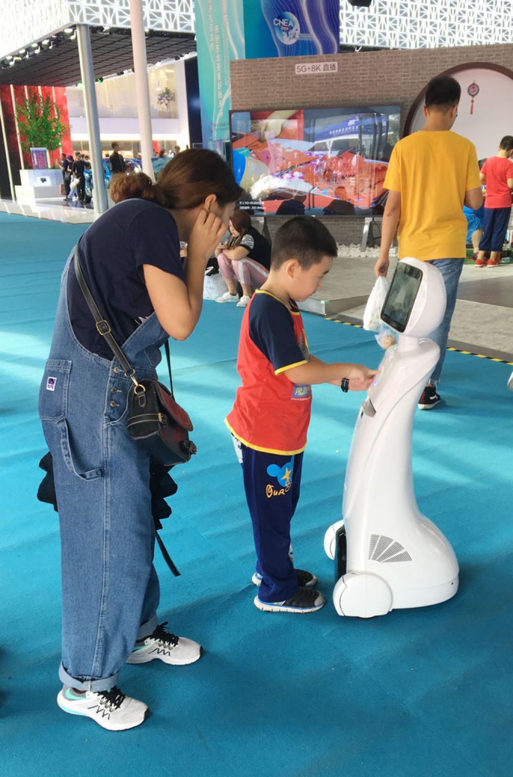 Для китайских малышей роботы - повседневная реальность