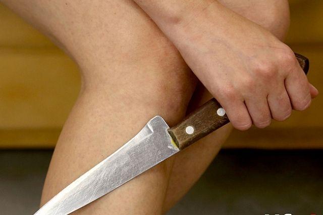 В Бердянске женщина зарезала родного брата, который хотел ее задушить