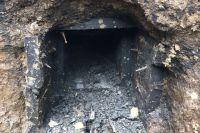 Загадочную деревянную трубу обнаружили на улице Водопроводной