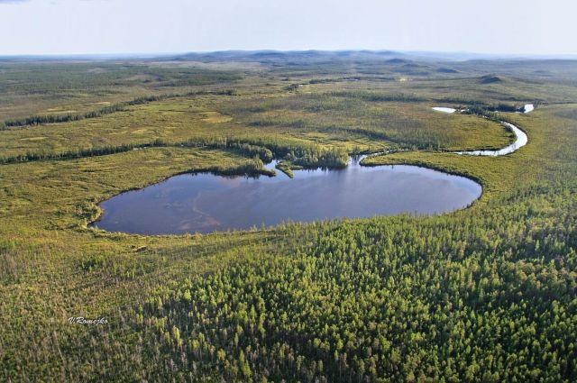 Озеро находится точно в центре котловины, над которой взорвался болид.
