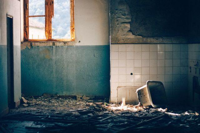 Принято решение о сносе 576 опасных зданий, 245 из которых уже снесены.