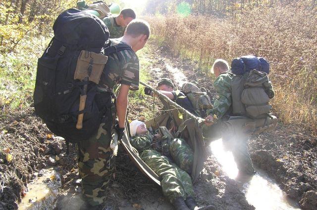 Военно-патриотическое воспитание - это умение вести себя в экстремальных ситуациях, работать в команде, а также разжечь костёр, приготовить еду, оказать первую помощь. Наконец, вырасти выносливым и здоровым