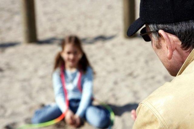 Пенсионер развращал и хотел изнасиловать девочку: его застукал отец ребенка