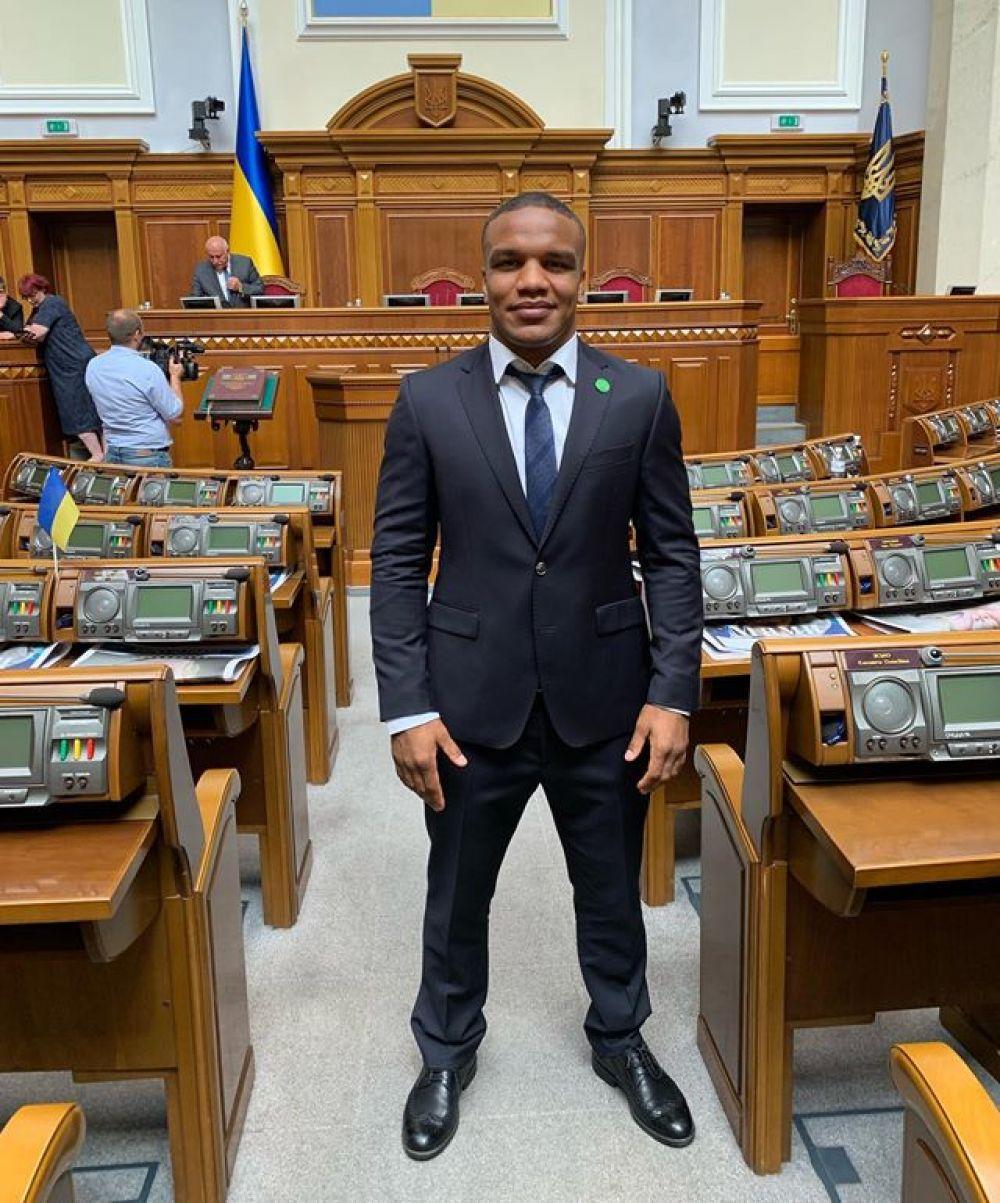 Жан Беленюк - чемпион мира и трехкратный чемпион Европы по борьбе стал первым темнокожим депутатом Украины.