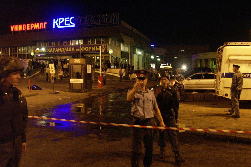 Станция метро «Рижская» была закрыта на вход и выход, перекрыто движение по проспекту Мира. Место взрыва было оцеплено и обследовалось оперативно-следственной группой и взрывотехниками ФСБ.