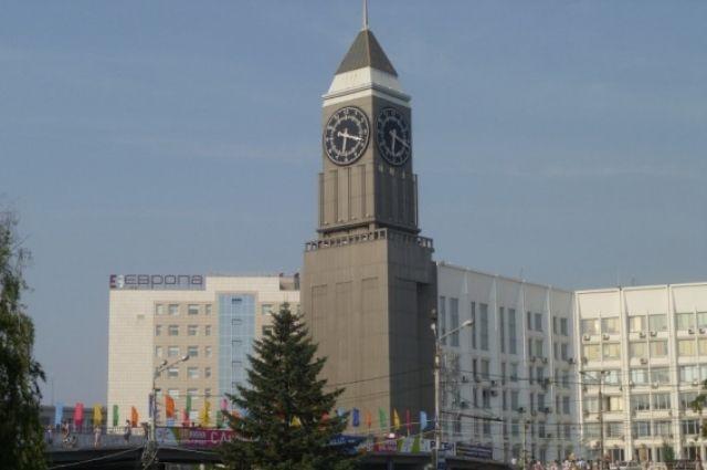 Главным городским часам, которые красноярцы называют «Биг-Бен», потому что они действительно похожи на своего старинного английского собрата, в сентябре исполняется 18 лет.