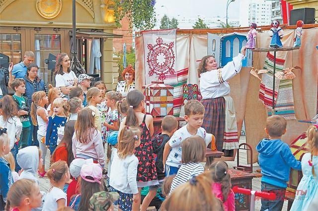 24 и25 августа нафестивальной площадке дляюных бутовчан показали театральные представления.