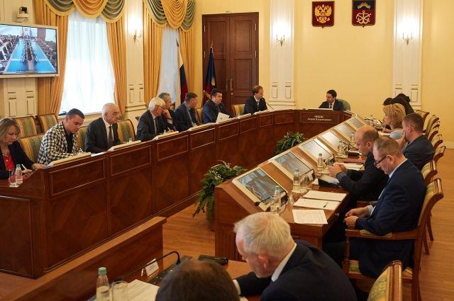 В обсуждении вопроса развития Арктики-2035 приняли участие представители федеральных и региональных органов власти, общественных организаций и бизнеса.