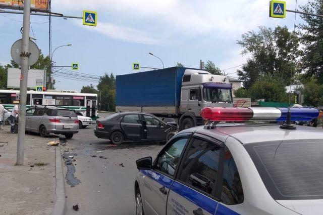 Госавтоинспекция обращается к водителям с просьбой не забывать о необходимости пристегиваться ремнями безопасности и пристегивать ими несовершеннолетних пассажиров.