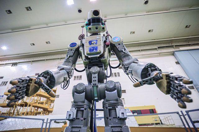 Подготовка робота Skybot F-850 (робота «Федора») наБайконуре кполету кМКС.