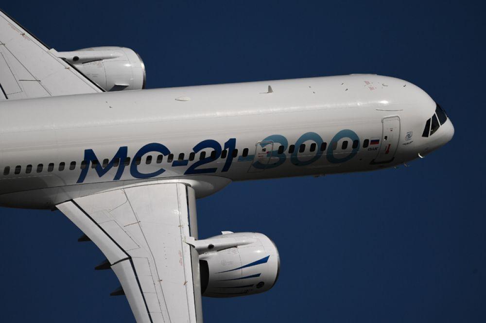 Российский среднемагистральный пассажирский самолет МС-21-300.