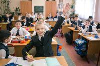 Период адаптации действительно есть у всех учеников, и достаточно длительный. У первоклашек при правильной дошкольной подготовке он длится в среднем 1,5 месяца, у пятиклассников — месяц, у остальных — 2–3 недели.