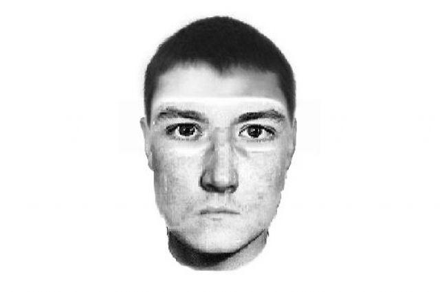Если располагаете информацией о человеке, изображённом на фото, и его местонахождении, звоните в полицию по телефону 8(4932) 35-47-31.