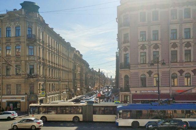 Перекресток Невского и Рубинштейна. Одно из самых шумных мест Петербурга.