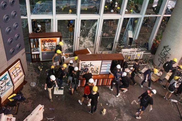 ВГонконге накануне акции протеста задержали известного активиста