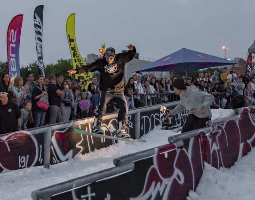 Среди трюков были реально захватывающие вещи: особенно публику вдохновили прыжки.
