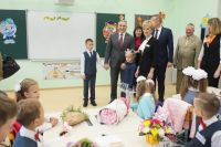 В День знаний Александр Моор пожелал школьникам побед в новом учебном году