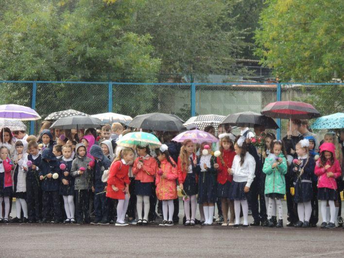 Погода 2 сентября не баловала - временами шел дождь.