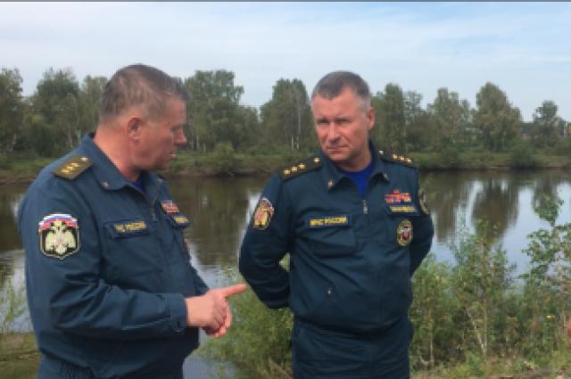 Евгений Зиничев лично поблагодарил спасателей за выполнение тяжёлой работы.