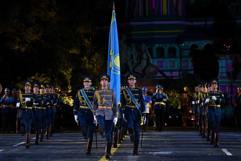 Оркестр и рота Почетного караула Национальной гвардии Республики Казахстан.