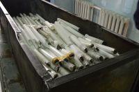 В одном из помещений нашли до полутора тысяч ламп. Многие из которых были с трещинами и разбиты.