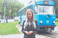 На трамвае № 25 будущая актриса и телеведущая ездила в Школу актёрского мастерства. Также именно в трамвае Марина встретила свою первую любовь.