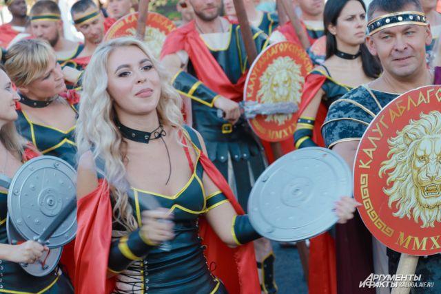 В карнавале приняли участие около тысячи калужан.