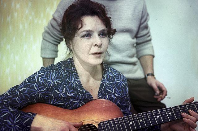 Нина Ургант в фильме «Белорусский вокзал», 1970 год.