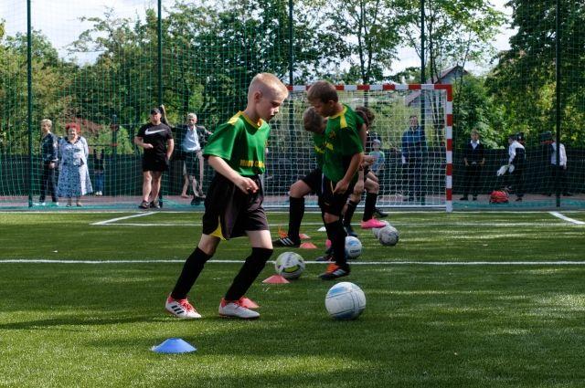 В калининградской школе №28 открыли новый стадион