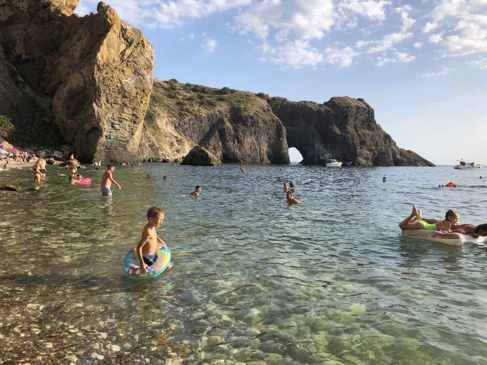 Пляж Грот Дианы на мысе Фиолент (Севастополь).